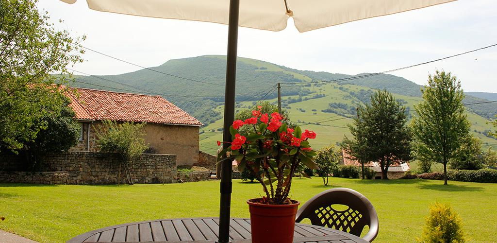 Albergue-la-torre-slider-jardin3